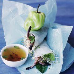 Découvrez la recette Rouleaux de printemps aux crevettes grises sur cuisineactuelle.fr.