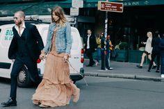 Street looks à la Fashion Week de Paris. Love the flow y dress