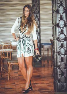 Modelo de vestido curto manga longa
