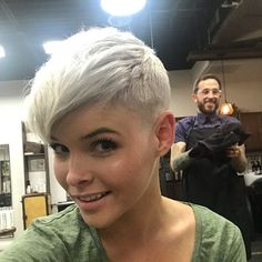 No big surprise that women love the blonde pixie hairstyles! Short hair may look marvelous on all face shapes, and it's productive. Blonde Pixie Hair, Short Blonde Pixie, Short Pixie Haircuts, Pixie Hairstyles, Cool Hairstyles, Hairstyle Ideas, Corte Pixie, Pelo Pixie, Hair Levels
