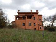 In vendita a Bracciano (RM), prestigiosa Villa unifamiliare di mq 750 disposta su più livelli, dotata di portico per una superficie di oltre 100 mq, una meravigliosa vista lago e di un terreno di mq 15.000 - Clicca sulla Foto per tutte le altre info...