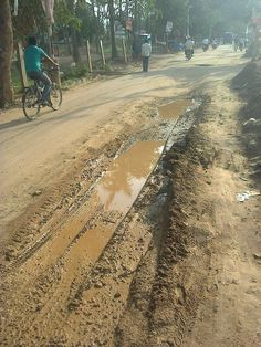 "#Bangalore #Kodigehalli ""Roads had been dug up for Sewage work and not even closed properly. Everyday it is becoming more and more difficult to Walk. And it rains then the situation becomes even more worse."" - Sitapathi Naidu. Click on the link to VOTE UP Sitapathi's complaint to get the issue resolved faster: http://bit.ly/VMLhLv"