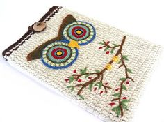 Fuente: http://www.etsy.com/listing/112599588/white-owl-laptop-macbook-proair-sleeve