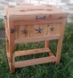 cowboy country cooler James perfect for the back porch holding your beers! Wood Cooler, Diy Cooler, Backyard Projects, Home Projects, Country Chic, Country Decor, Wooden Ice Chest, Cooler Stand, Grill Cart