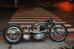 Special su base Yamaha SR400: l'essenziale The Crazy Arc