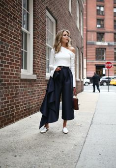 spring-trends-2017-asymmetrical-one-shoulder-tops-ruffles-culottes-wide-leg-cropped-pants-mules-white-slides-solace-london-everland-split-statement-sleeves-white-navy-style-fashion2