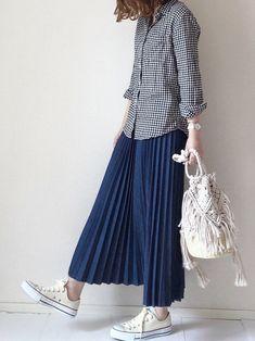 まるちわさんの「マクラメキンチャクショルダー 780199(LOWRYS FARM)」を使ったコーディネート Korean Fashion, Kids Fashion, Womens Fashion, Long Skirt Fashion, Lowrys Farm, Asian Street Style, Dress Trousers, Dressed To Kill, Hijab Outfit