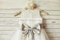 Silver bow with sash