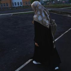 Hijab Niqab, Mode Hijab, Muslim Girls, Muslim Women, Modest Outfits, Girl Outfits, Girly Dp, Casual Hijab Outfit, Girl Hijab