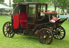 1899 Columbia Electric Coach This looks like one of the many New York City taxicabs at the turn of the last century Columbia Electrics were made from 18991910 in Hartford. Cars Vintage, Antique Cars, Retro Cars, Columbia, New York City, Colani, Electric Cars, Old Trucks, Old Cars