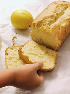 Smeuïge citroencake < Nadia's Healthy World Baking Recipes, Cake Recipes, Dessert Recipes, Citroen Cake, Cupcake Cakes, Cupcakes, Weird Food, Love Food, Sweet Recipes