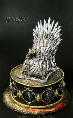 Some Game of thrones cake for GOT Fans which you wish to have one by your side Game Of Thrones Birthday, Game Of Thrones Cake, Beautiful Cakes, Amazing Cakes, Movie Cakes, Online Cake Delivery, Fantasy Cake, My Birthday Cake, Fancy Cakes