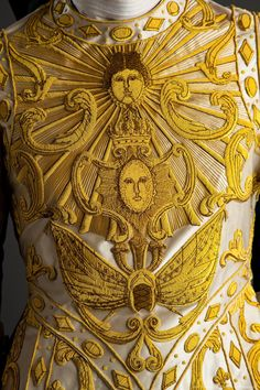 The sun king inspired couture. The colours are used to feel like gold coloured woodcarving - which we see everywhere during the Baroque. Versailles, Turandot Opera, Louis Xiv, Ballet Costumes, Perfect World, Empire, Apollo, Costume Design, Outfits
