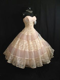BEAUTIFUL vintage 50's fashion l have decided that l want to wear that for my weding