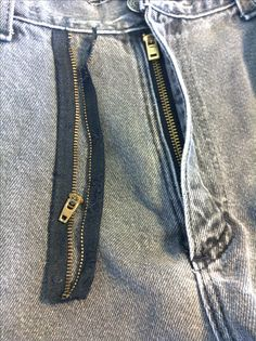 Step by Step instructions. Learn how to replace a zipper in your favorite jeans. Sewing Tips, Sewing Hacks, Sewing Tutorials, Sewing Projects, Zipper Tutorial, Broken Zipper, Sewing Techniques, Step By Step Instructions, Jeans