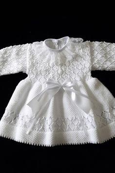 Monte Sião Kids – All Models – Crochet Set - Kindermode Baby Knitting Patterns, Crochet Baby Dress Pattern, Knit Baby Dress, Baby Dress Patterns, Gown Pattern, Knitting For Kids, Knitting Designs, Diy Dress, Dress Robes