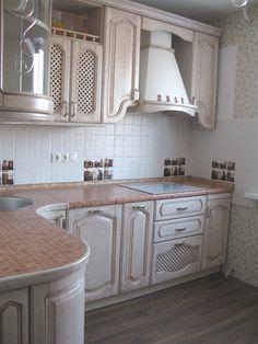 Кухня угловая. Де Капе белый с патиной. Фартук - керамическая плитка.