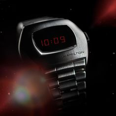 In 1970, Hamilton changed the way the world told time with the debut of the Hamilton Pulsar. Fifty years later, the Hamilton PSR celebrates the launch of that revolutionary first digital watch. Today, a hybrid display and a stainless steel case bring this game-changing invention back to the future.