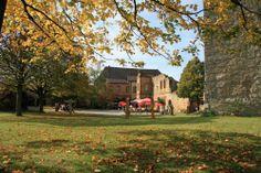 Von der Giechburg bieten sich sehr schöne Ausblicke und im Burginneren lädt ein Cafe zu einer Pause ein.