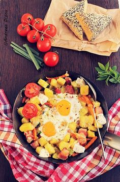 Tigaie cu legume, oua si bacon   Pasiune pentru bucatarie
