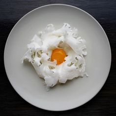 Raw cauliflower with poached egg and salted butter by ・・・ Tag your best plating pictures with to get featured. Food Design, Raw Cauliflower, Salted Butter, Molecular Gastronomy, Poached Eggs, Culinary Arts, Food Presentation, Food Plating, Food Photography