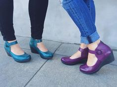It's possible to stop wondering what things to put on to perform to look as elegant when you do away from the workplace. Comfy Shoes, Cute Shoes, Comfortable Shoes, Me Too Shoes, Work Fashion, Fashion Shoes, Shoe Boots, Heeled Boots, Dansko Shoes
