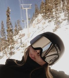Mode Au Ski, Look Kylie Jenner, Snowboarding Style, Snowboarding Women, Ski Bunnies, Snowboard Girl, Snow Pictures, Ski Season, Winter Pictures