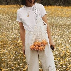 beige and whites and oranges 1990s Fashion Trends, Summer Fashion Trends, Fashion 2018, Spring Summer Fashion, Retro Fashion, Fashion Outfits, Spring Style, Fitz Huxley, Vogue