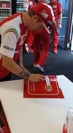 Kimi signing the Philly Club Sign
