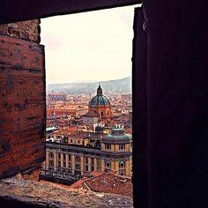 [gli amici di Iperbole fotografano] Una finestra su Bologna - A magical window over Bologna  instagram, foto di @cinziaf_