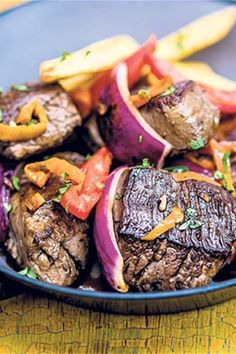 Lomo saltado is not just Peru's most popular stir-fry; it is a perfect fusion of east and west thanks to the combination of Chinese soy, Peruvian chilli and pisco. Lomo Saltado, Easy Dinners, Pot Roast, Stir Fry, Fries, Healthy, Ethnic Recipes, Food, Carne Asada