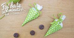 Un veloce tutorial per creare graziosi coni porta dolci fai da te; ideali da utilizzare come portaconfetti, o per contenere cioccolatini per Pasqua!