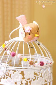Vocês viram que as gaiolinhas estão com tudo na moda, seja uma  plantinha, uma vela, um pássaro, para enfeitar um cantinho ou numa mesa  nu...