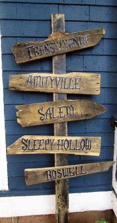 DIY Halloween yard or porch sign Casa Halloween, Halloween Trees, Diy Halloween Decorations, Halloween 2020, Holidays Halloween, Halloween Crafts, Costume Halloween, Halloween Pallet Signs, Halloween Fence