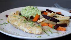 Ostegratinert kyllingfilet med rotgrønnsaker og guacemole