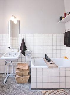 bolig-magasinet-denmark #bathroom #tile black grout #basket