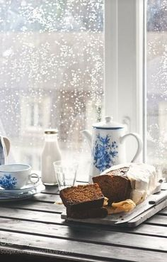 Cozy Rainy Day, Rainy Mood, Rainy Morning, Rainy Day Photography, Coffee Photography, Rain Photography, Coffee Time, Morning Coffee, Tea Time