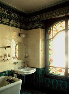… I love the floral glass insets Bohemian Decor, Corner Bathtub, Bohemian Decorating, Gypsy Decor, Bohemian Interior