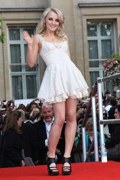 Evanna Lynch at Deathly Hallows Part 2 Premiere (this world needs more Luna Lovegoods, less Bella Swans and Kardashians)