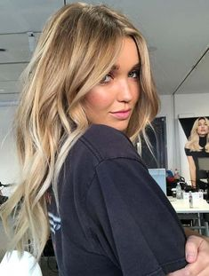 22 Gorgeous Blends of Balayage Hair Color Shades for HAİR STYLE, Ladies who are searching for sensational blends of hair colors they are advised to visit this post for most awesome choices of hair colors. Hair Color Shades, Ombre Hair Color, Hair Color Balayage, Blonde Color, Cool Hair Color, Blonde Shades, Balayage Hair 2018, Honey Blonde Hair Color, Bronde Balayage