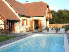 Local guide and map for Self Catering Holiday Rental Accommodation with Private Pool in SW France