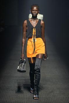 Kenzo Frühjahr/Sommer 2020 Ready-to-Wear - Fashion Shows Runway Fashion Looks, Catwalk Fashion, Fashion Week, Fashion 2020, Star Fashion, Fashion Trends, Women's Fashion, Fashion Spring, Fashion Editorials