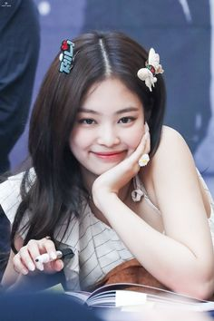 Your source of news on YG's biggest girl group, BLACKPINK! Kpop Girl Groups, Korean Girl Groups, Kpop Girls, Yg Entertainment, Rapper, Black Pink Kpop, Jennie Kim Blackpink, Blackpink Photos, Blackpink Jisoo