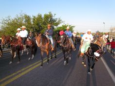 Realizan cabalgata en el marco de la Expo feria en Juchitán.