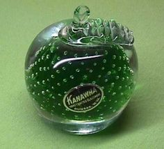 VINTAGE KANAWHA CONTROLLED BUBBLE GREEN APPLE GLASS FRUIT PAPERWEIGHT