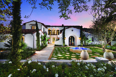 Orange County 'Casa' - mixes a 1920's Spanish Colonial and Mediterranean exterior with a modern interior