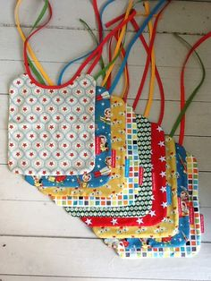Quilted bibs would be cute ! Sewing For Kids, Baby Sewing, Free Sewing, Diy For Kids, Baby Diy Projects, Sewing Projects, Baby Presents, Baby Gifts, Baby Girl Patterns
