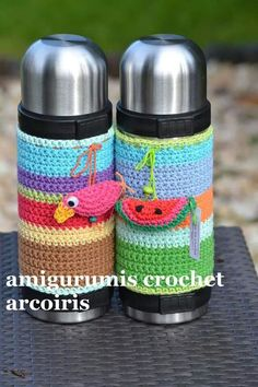 ideas for crochet thermos Crochet Home, Love Crochet, Crochet Gifts, Diy Crochet, Baby Sewing Projects, Crochet Projects, Crochet Coffee Cozy, Crochet Decoration, Yarn Bombing