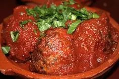 This is the best homemade Italian meatball recipe. Big, juicy meatballs that are so flavorful. Offering many authentic Italian recipes to choose from Best Italian Meatball Recipe, Homemade Italian Meatballs, Best Italian Recipes, Meatball Recipes, Spagetti And Meatball Recipe, Authentic Italian Recipes, Homemade Bolognese, Bolognese Sauce, Spaghetti And Meatballs