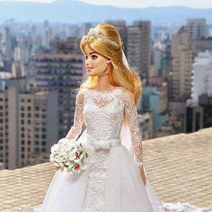 ⚜️ Bride At Copan Building ⚜ #Reeleitura #sammurakammi #bride #noiva #noivasdeluxo #dress #replicated #altacostura #hautecouture #dolls #weddingdolls #barbie #barbienoiva #barbiestyle #cerimonial #weddingplanner #photo #weddingphotography #fotografiadecasamento #art #artesanal #feitoamao #handmade #sougrato #fabulous #love #glam #fabulous #love #dreams #copan #copanbuilding